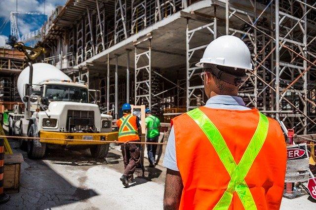 Jakie kary za brak kasku na budowie?