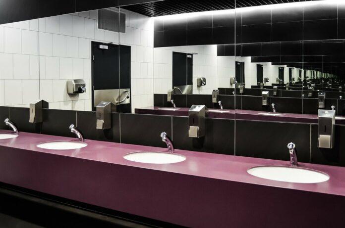 Nie ma łazienki bez lustra